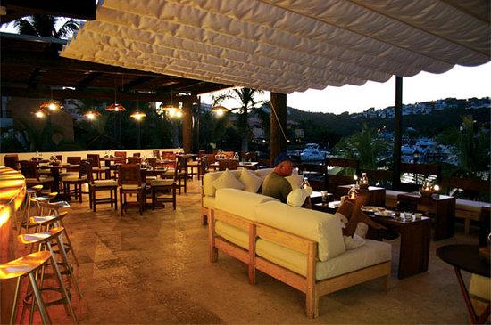 Che Mangiamo : Loungue and bar area