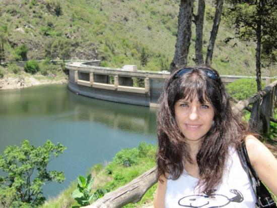 La Cumbrecita, Argentina: Mi diosa posando en el Dique Los Molinos, camino a Villa Gral. Belgrano...