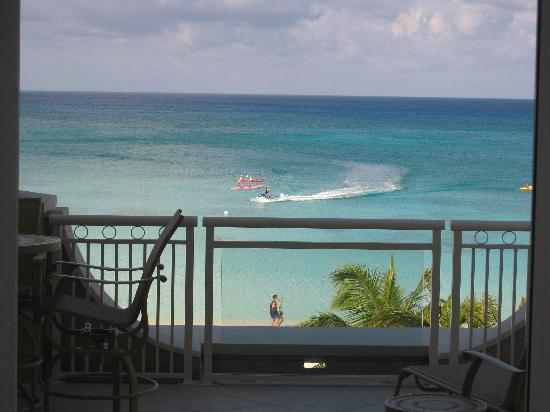 Beachcomber Grand Cayman: beach view from porch