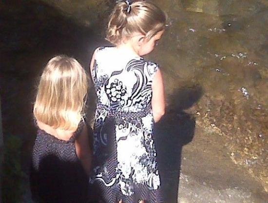 Chattahoochee River : Girls looking at the river in Helen 5/30/2009