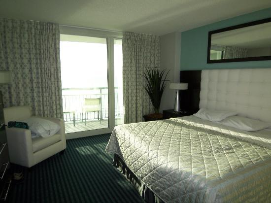 Oceans One Resort: King suite in the Type 3 with private balcony