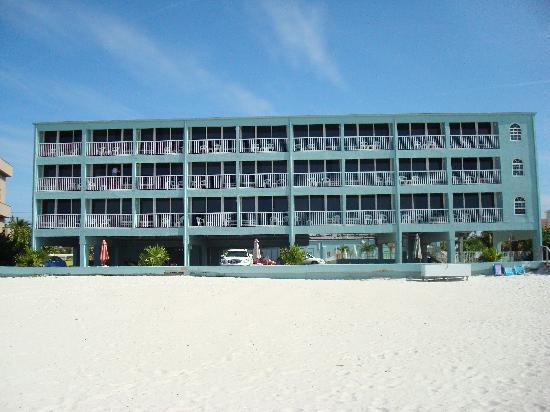 Barefoot Beach Club: Nice place!