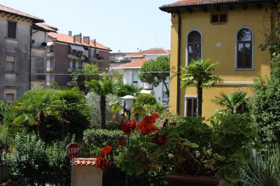 Hotel La Meridiana: Neighborhood view from my room