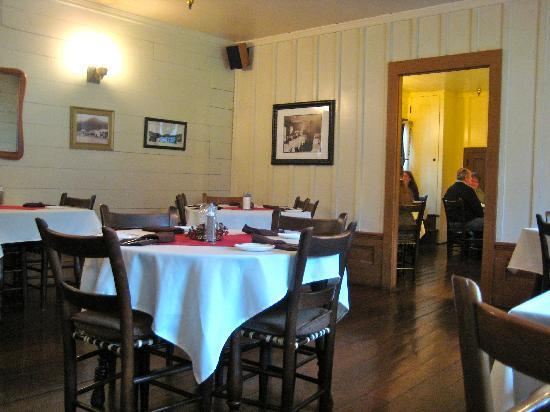 Wolf Creek Inn: dining room