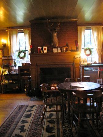 Wolf Creek Inn: men's parlor