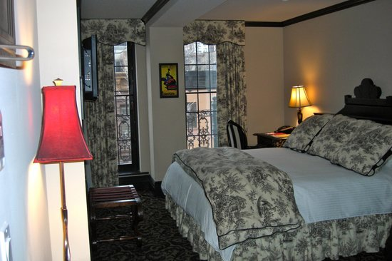 The French Quarters Guest Apartments: Room