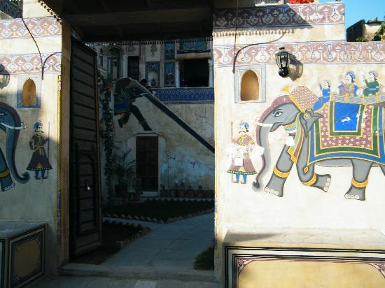 Ramgarh Fresco : The entrance