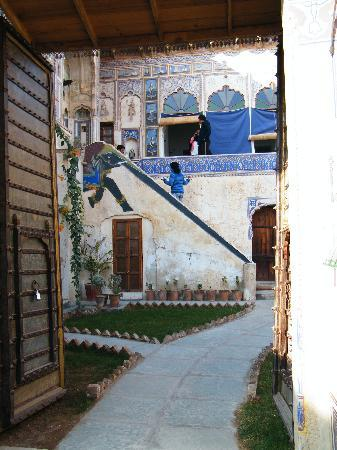 Ramgarh Fresco : stairs leading into the inner courtyard