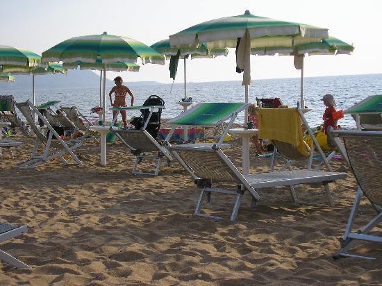 Trezene Villaggio : The beach, clean, sloping, spacious