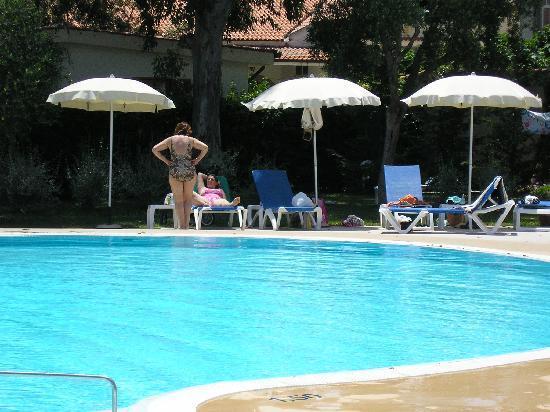 Trezene Villaggio : Pool area, spacious and well equiped