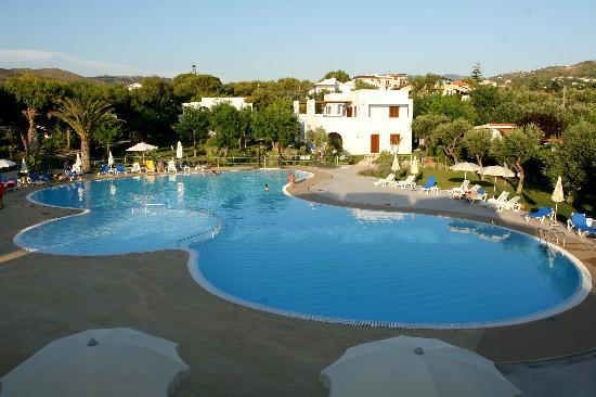 Trezene Villaggio : Pool area with Villini appartment