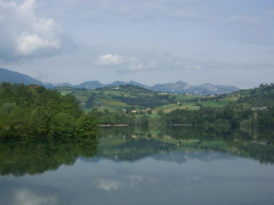 Amandola, Italië: Nearby lake (5min Drive)