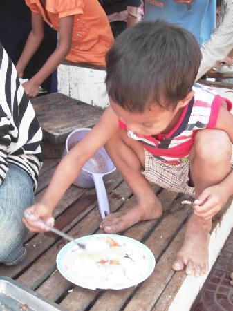 Narin 2 Guesthouse: A little on having lunch at the orphanage