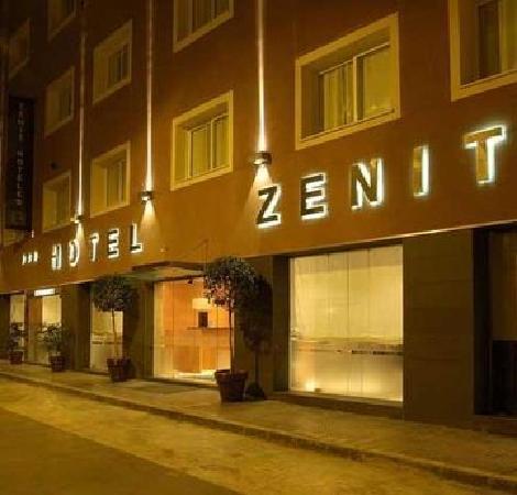 Hotel Zenit Malaga: Entrada al hotel