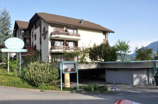 Hotel Nidwaldnerhof: hotel view - that was our balcony