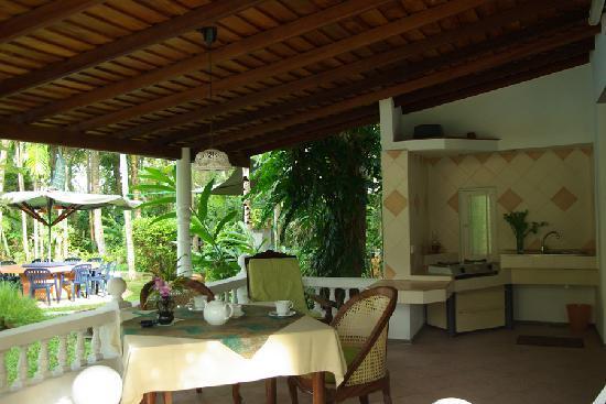 Ayubowan Swiss Lanka Bungalow Resort : la terrasse de la chambre