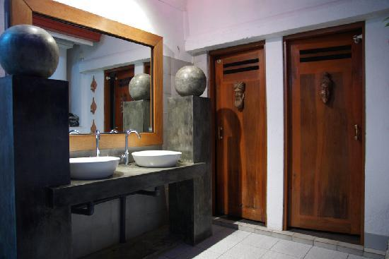 Ayubowan Swiss Lanka Bungalow Resort : les toilettes