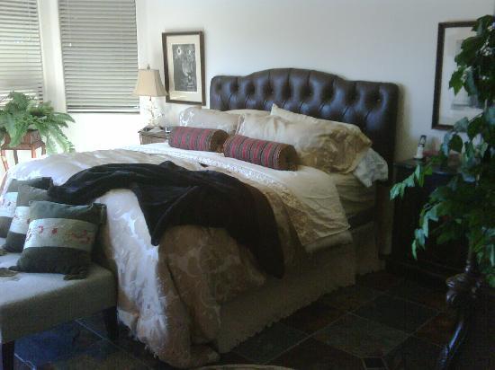 La Paloma Country Club: masterbedroom