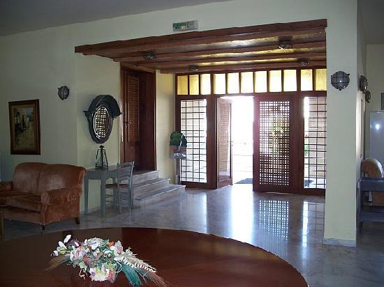 Grand Leoniki Lobby