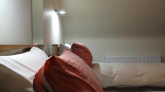 Braidmead House: twin room