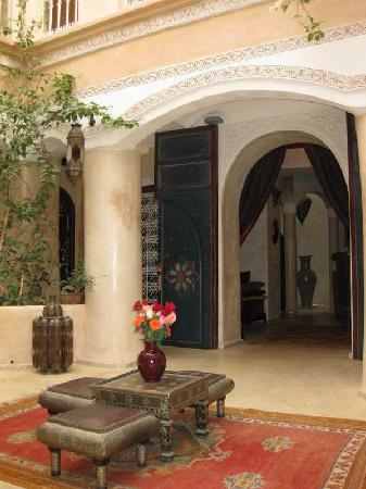 Riad Lorsya: Reception area