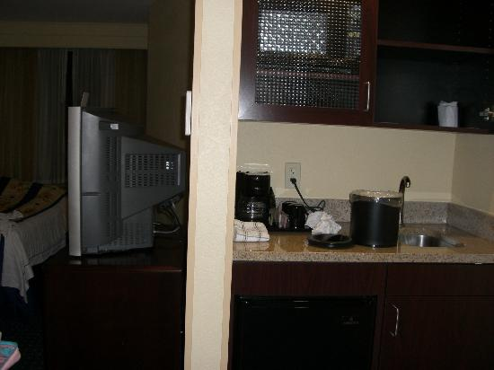 SpringHill Suites by Marriott Bakersfield: kitchen area