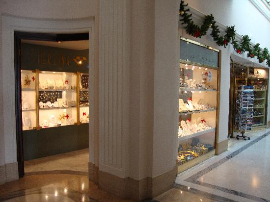 The Phoenicia Malta: wanted to buy a ladies watch here, the batteries were dead and was refused a sale, weird