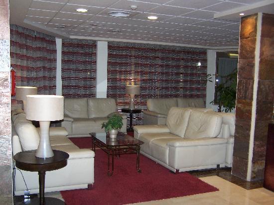 Servigroup Castilla: Sala de estar junto ao bar