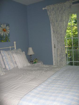La Chaumiere de l' Anse: our charming room