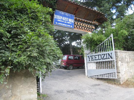Yeedzin Guest House: Front Entrance
