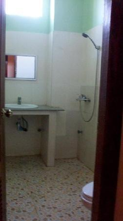 Green Town Guest House: Bathroom