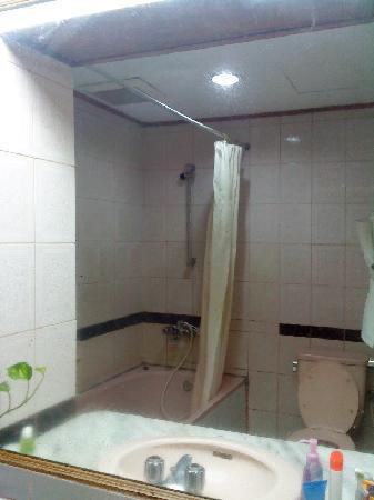 Patra Comfort Bandung: bathroom