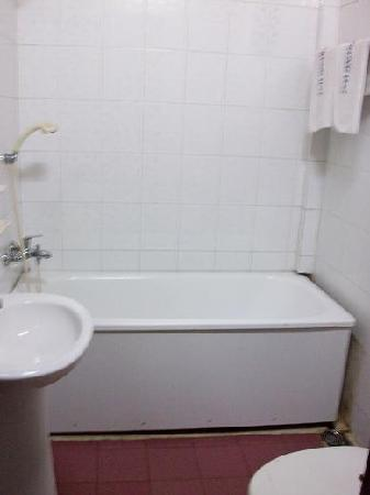 Thien Trung Hotel: Bathroom