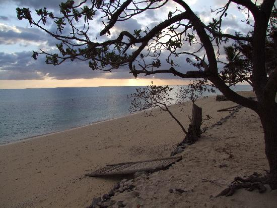 Castaway Island Fiji: Sunset from our Bure, G&T Time!