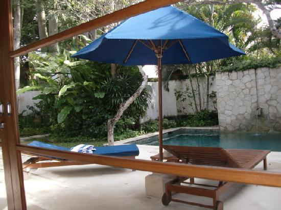 Karma Jimbaran: View of the day beds and private pool from the living room