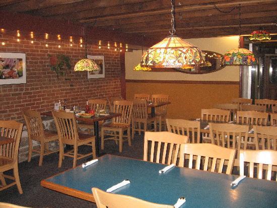 Munchies Restaurant & Bakery: Interior