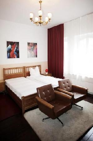 Hotel Marsil Rotes Zimmer