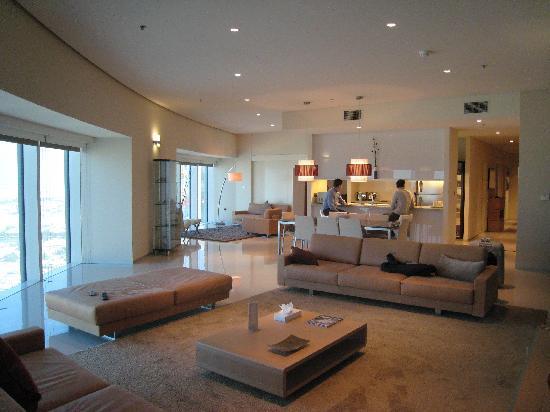 Soggiorno di appartamento deluxe - Foto di Ascott Park Place Dubai ...