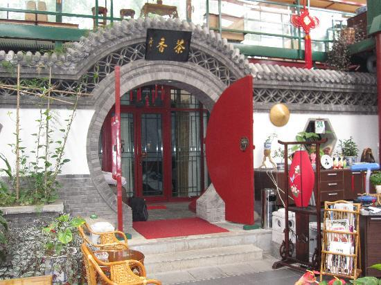Hotel Palace: Entrance to the courtyard