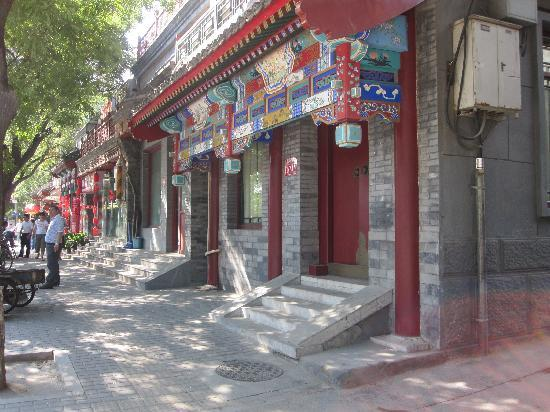 Hotel Palace : From your tranquil palace, just step outside and you're right in the middle of vibrant Beijing