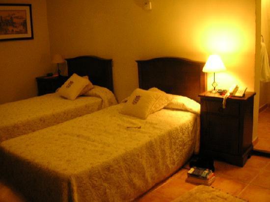 Hotel Florida: Windowless room first night