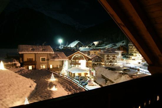 Hotel Nordik: Vista Notturna Dalla Camera