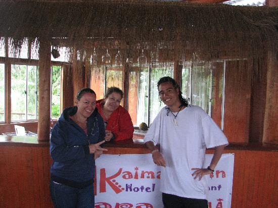 Kaimana Inn Hotel & Restaurant: me and some friends I met at the hostel