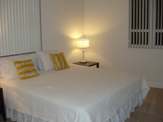 Towers of Dadeland: Master bedroom