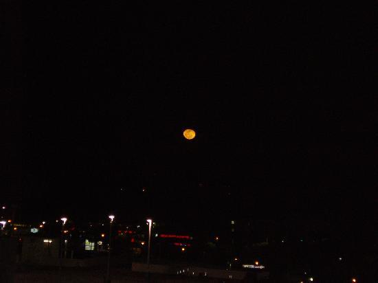 Towers of Dadeland: Full moon