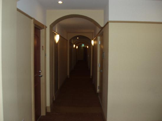 Towers of Dadeland: Hallway to apartment