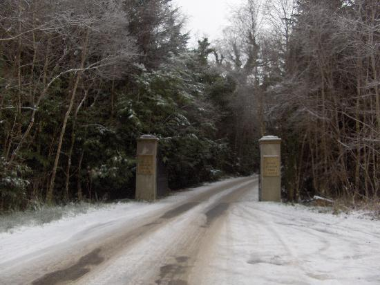 Lough Eske Castle, a Solis Hotel & Spa: Entrance to the Castle in the snow