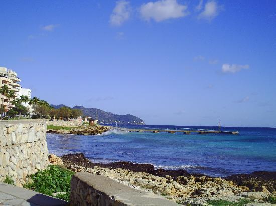 SENTIDO Playa del Moro: a walk on the prom