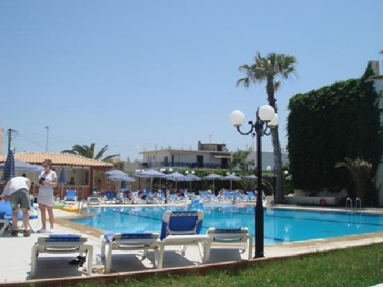 Atlantis Beach Hotel: swimming pool