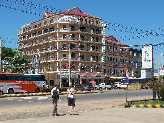 Kampong Thom, Camboya: front of the hotel